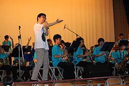 新人教諭も歌います!