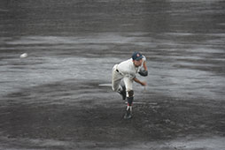 雨の中9イニング160球を投げ切った先発岩本
