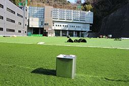 第一グラウンドの人工芝の張替えがまだ完了していないので、体育館での式となりました。