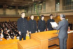 映画研究同好会と高校剣道部のクラブ表彰。<br />